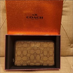 EUC COACH Signature Wallet Clutch Brown/Khaki $95